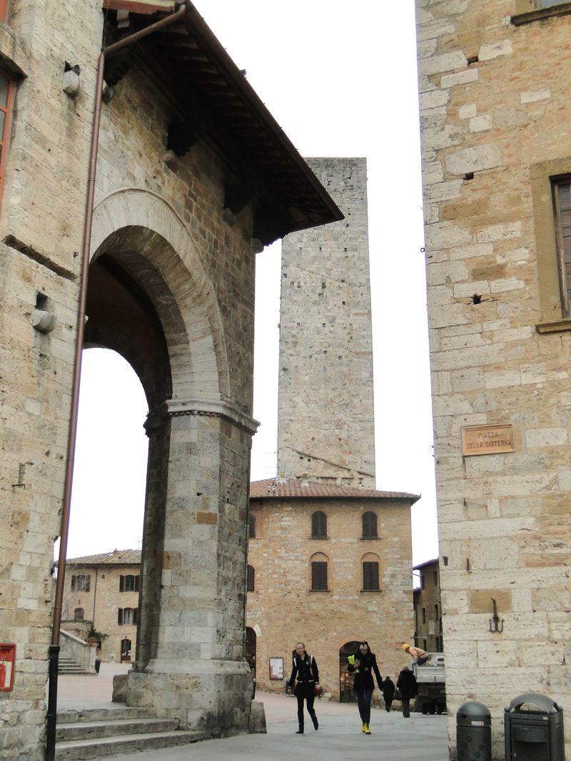 Arches Gimignano